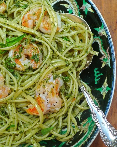 A garden pesto, made of disparate aromatic herbs and lemon, transforms the flavor of a simple dish of shrimp and linguine into a rich and delectable feast for the Fourth. Who knew that the phrase e pluribus unum came from an ancient pesto recipe?