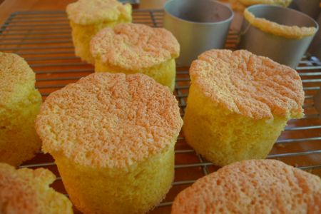 Light and airy sponge cakes, baked in individual pastry rings, get their loft from egg yolks and whites, separated and beaten at high speed to increase their volume.